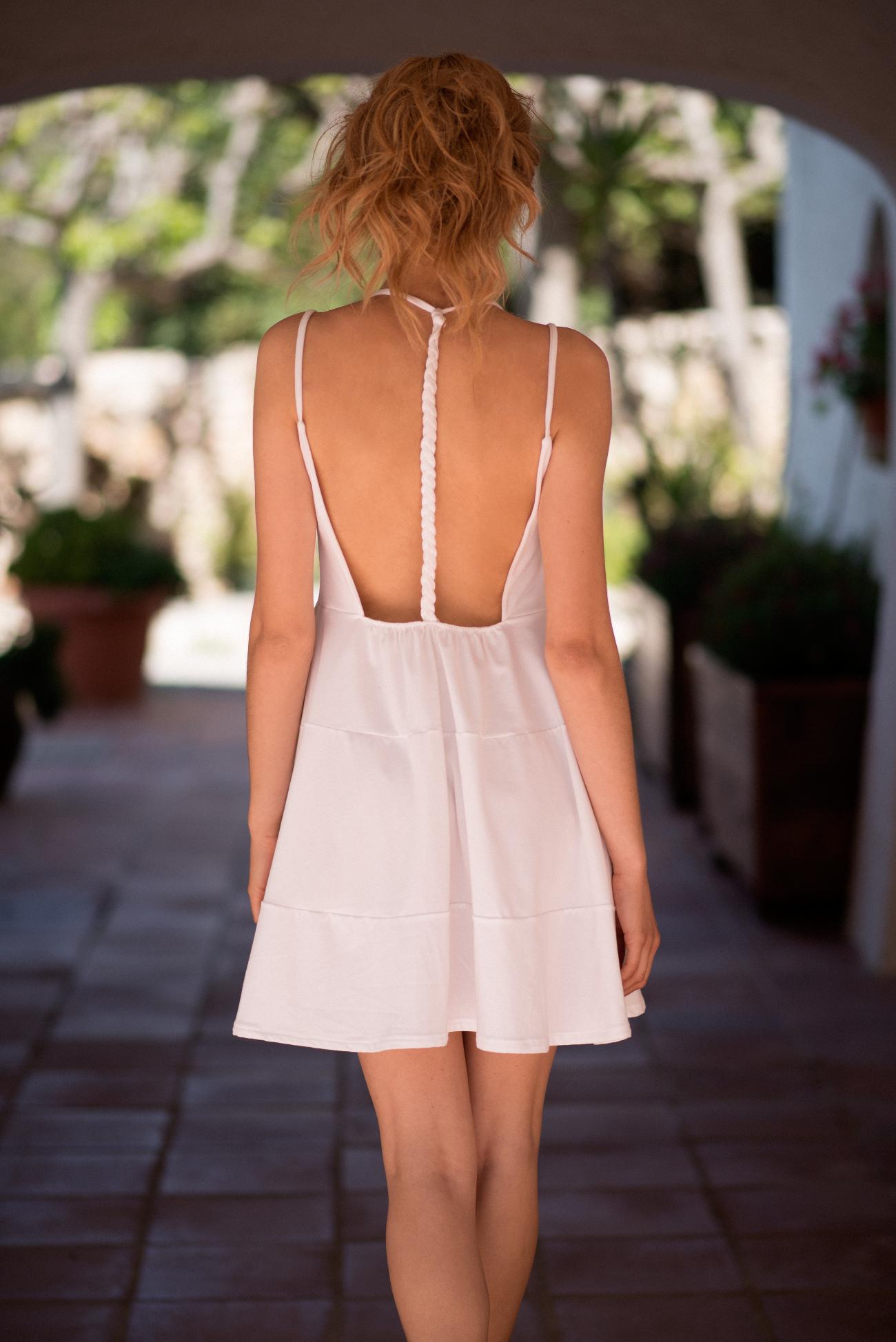 Vestido blanco por la espalda