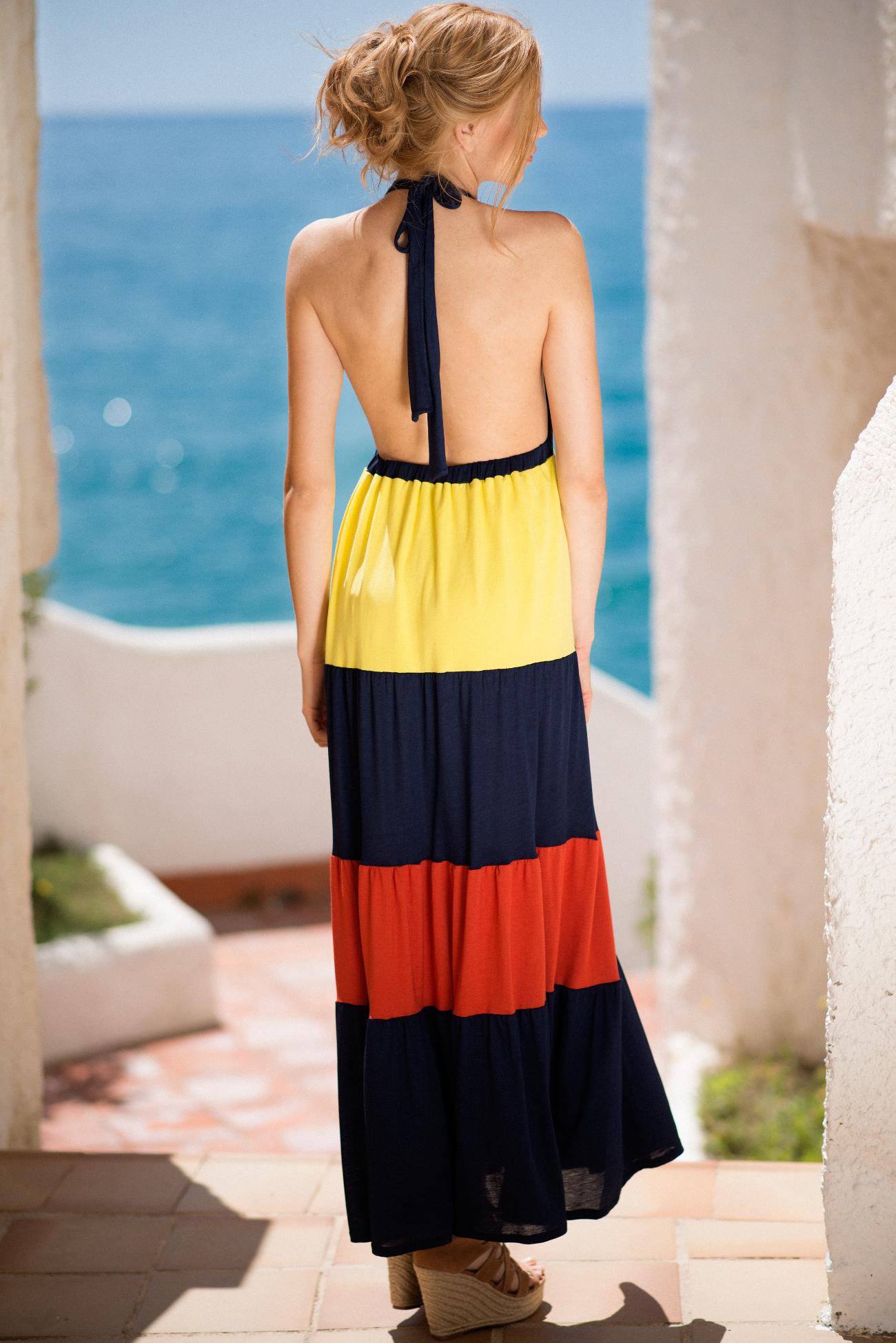 Vestido largo azul de espalda
