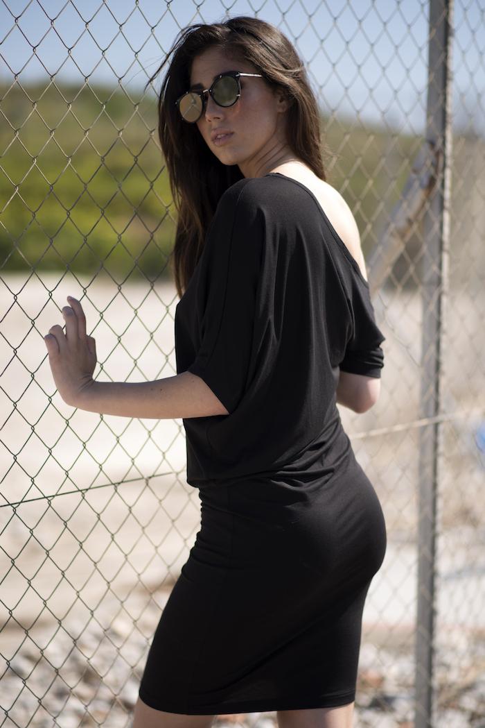 """Vestido de algodón color gris, es un modelo que tiene diferentes posiciones, puedes llevarlo más largo o corto según te guste. Queda ajustado por abajo y ablusonado por la parte superior, no marca si tienes """"michelin"""""""